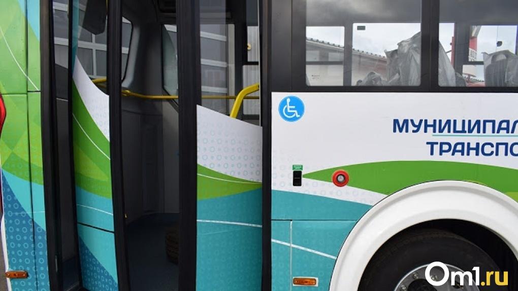 Три автобуса изменят маршрут в Омске на два дня