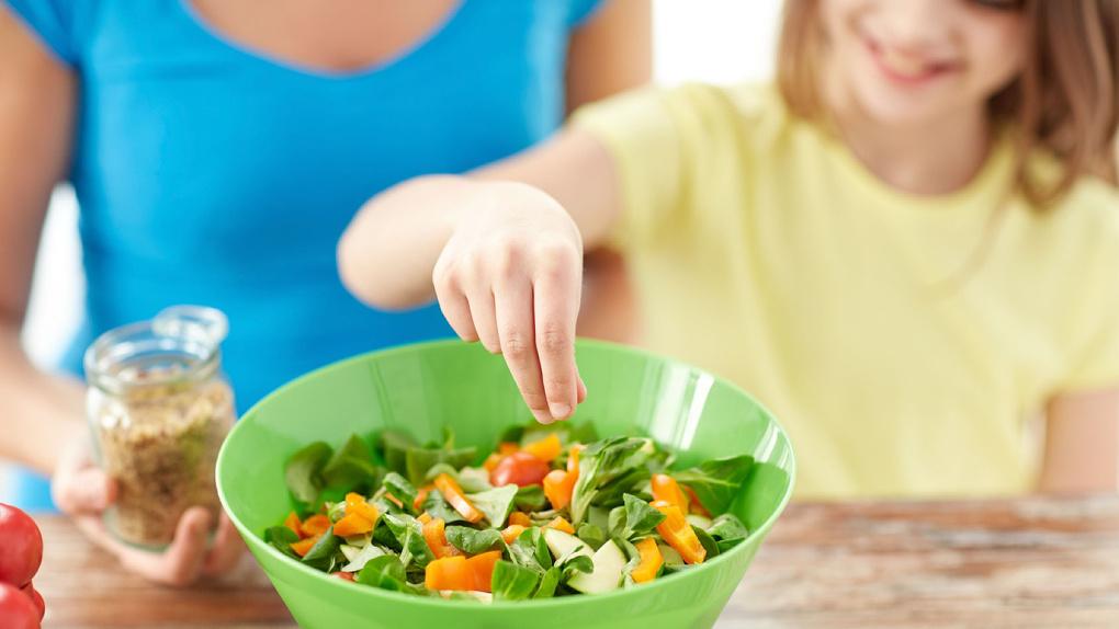 Омские медики рассказали, чем опасно вегетарианство для ребенка