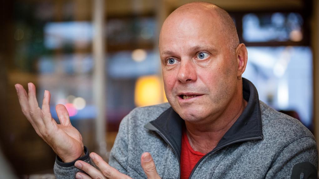 Певец Алексей Кортнев распродаёт имущество из-за отмены концертов в Новосибирске