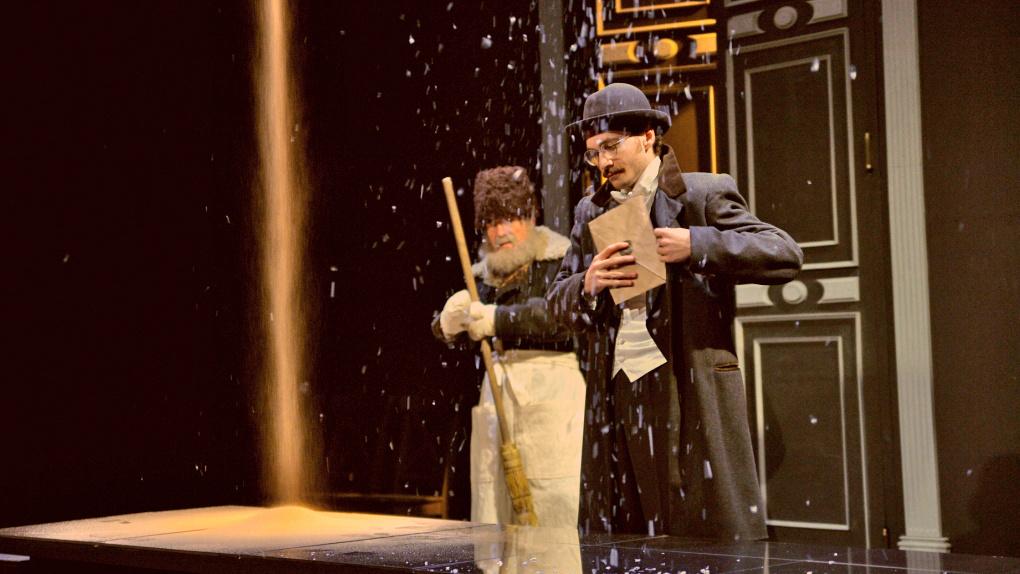 На сцене Омского театра драмы прошел песочный дождь