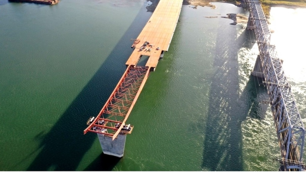 Около 400 метров пролёта четвёртого моста надвинули строители в Новосибирске