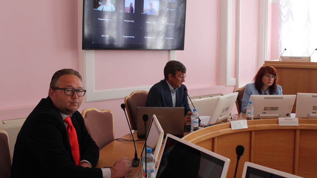Омские депутаты заявили, что ветки и листья тоже должен вывозить регоператор