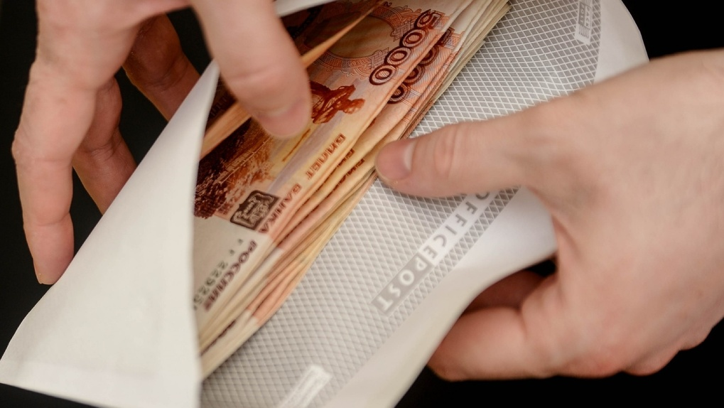 Новосибирские полицейские арестовали двух коллег за взятку