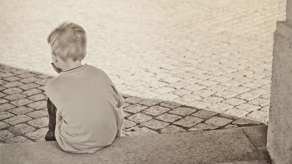 Побои и девять часов коленями на гречке: как омич издевался над восьмилетним пасынком