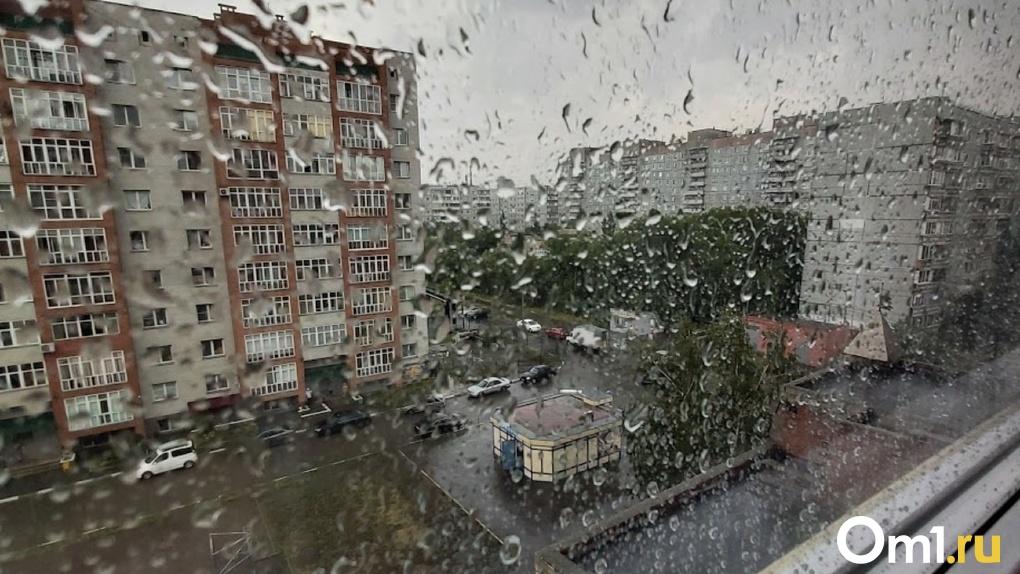 Омичи радуются мощному ливню и граду, накрывшим город – фото, видео