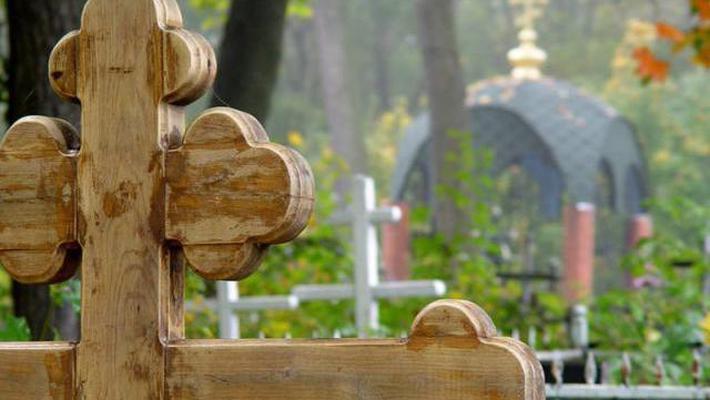 Мэрия заставляла омичей платить за въезд на территорию кладбища