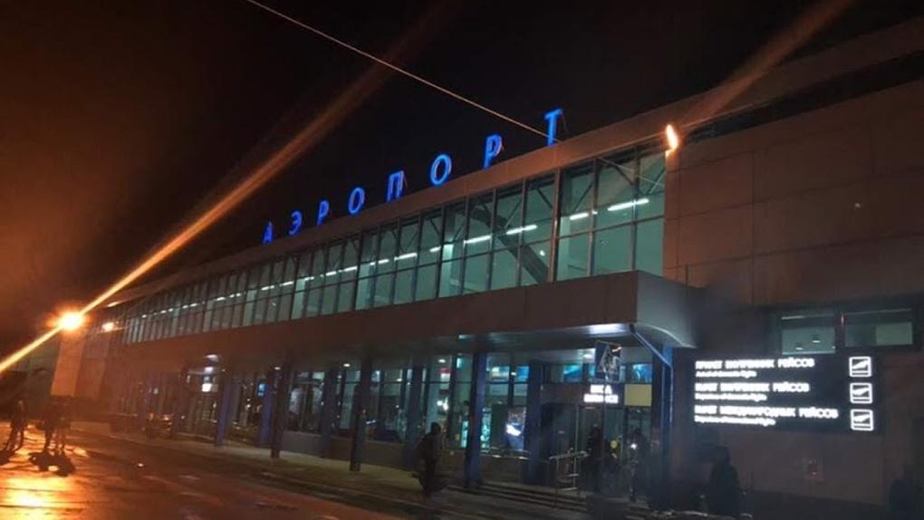 В День Победы Омск принял четвёртый рейс со 140 вахтовиками из Якутии. Завтра прилетит следующий (фото)