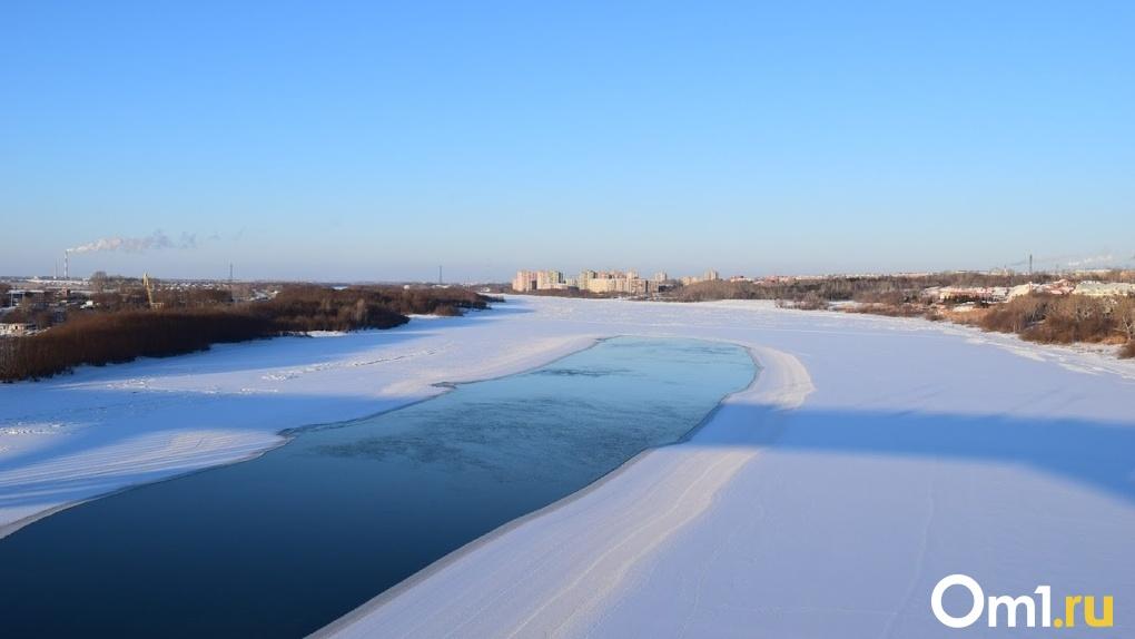 В Омске под лед Иртыша провалились мужчина и женщина