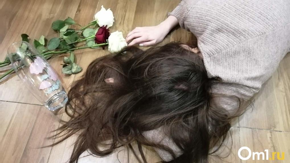 «Истекала кровью, а он кричал»: чёрный маг изрезал ножницами школьницу в Новосибирской области