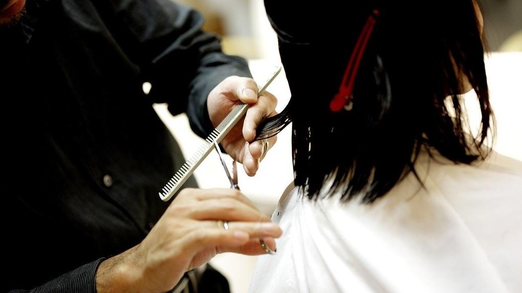 Роспотребнадзор дал надежду на открытие парикмахерских, ателье, химчисток и всех магазинов