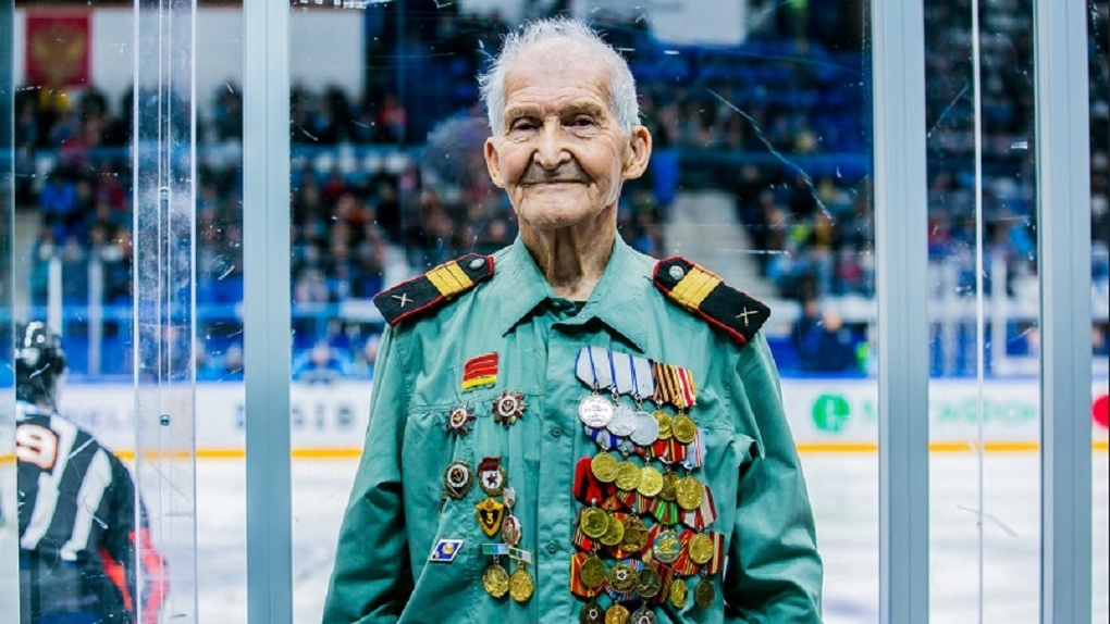Бег в противогазе и прыжок с парашютом: 94-летний ветеран войны из Новосибирска вспомнил молодость