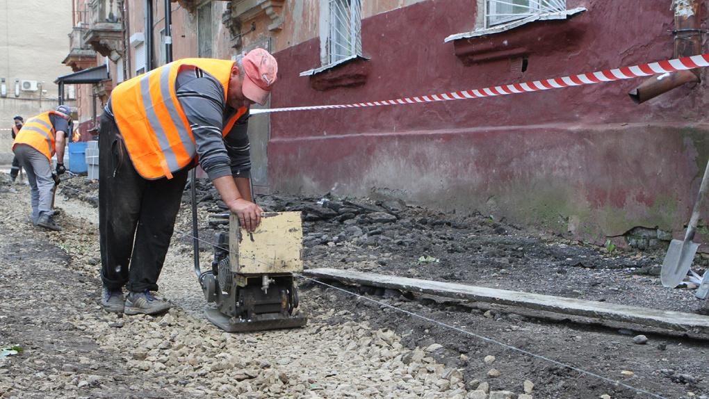 В Омске досрочно завершен ремонт 214 тротуаров и 133 проездов