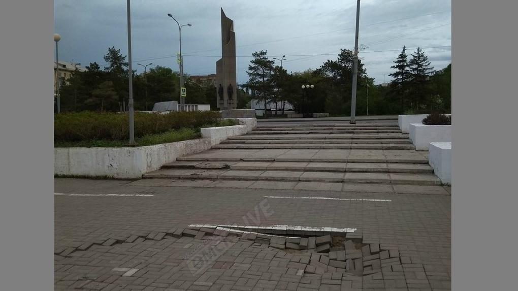 В Омске проваливается Иртышская набережная
