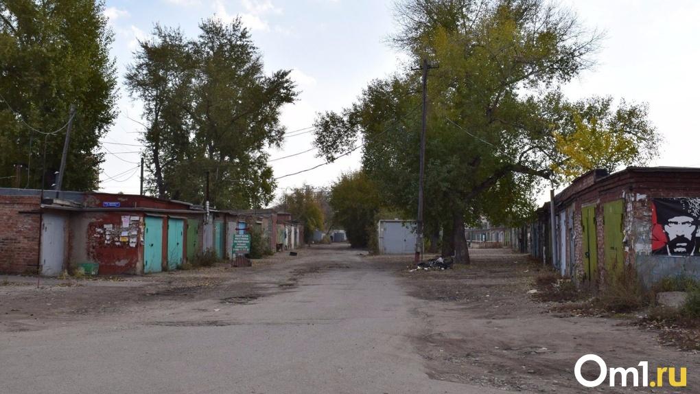 В Омске сносят временные гаражи