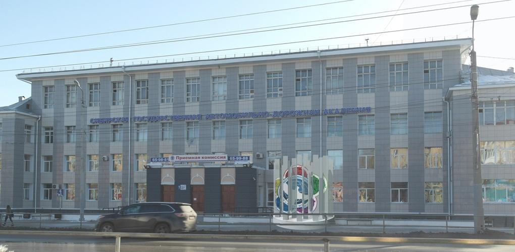 В Омске выбрали, какой арт-объект установить у СибАДИ – фото