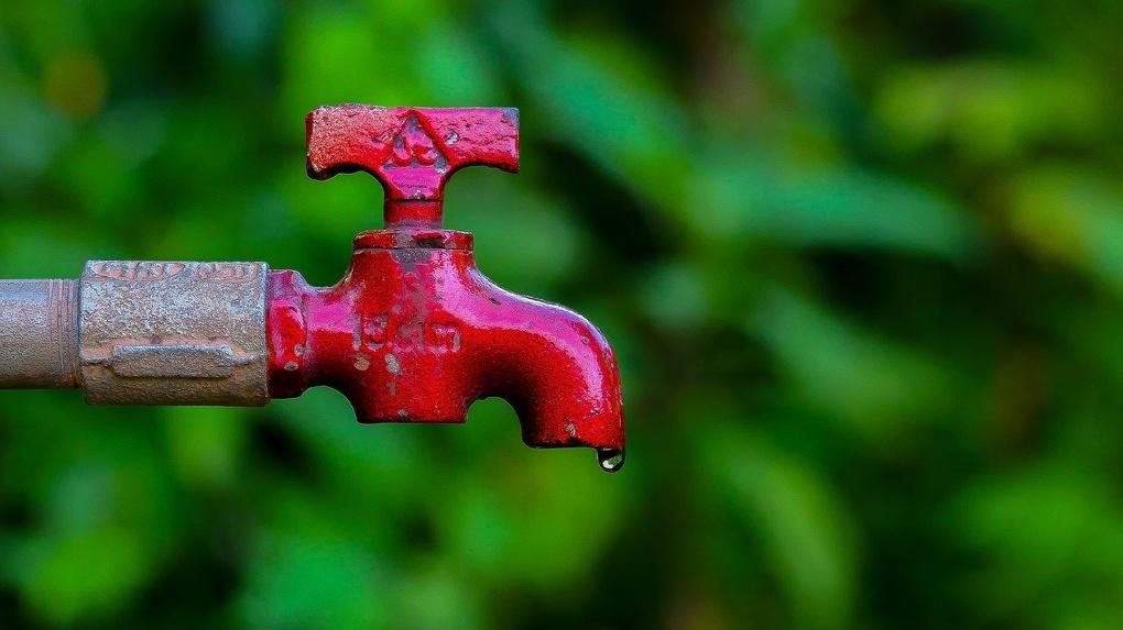 В Омске жители двух районов останутся без холодной воды
