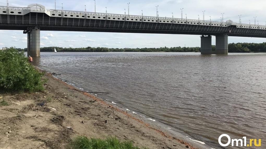 В Омске на берегу Иртыша нашли тело психически нездоровой женщины