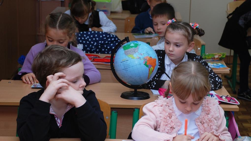 Омские предприятия завышали цены на еду для школьников и жизненно важные лекарства