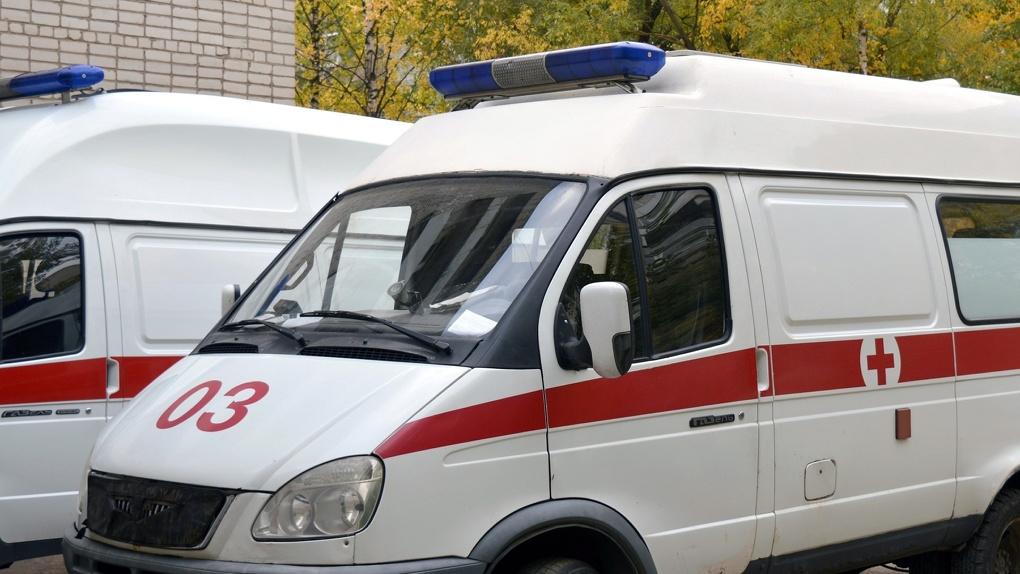 Новосибирцы в ужасе от людей, которые отказались помогать человеку, потерявшему сознание на остановке
