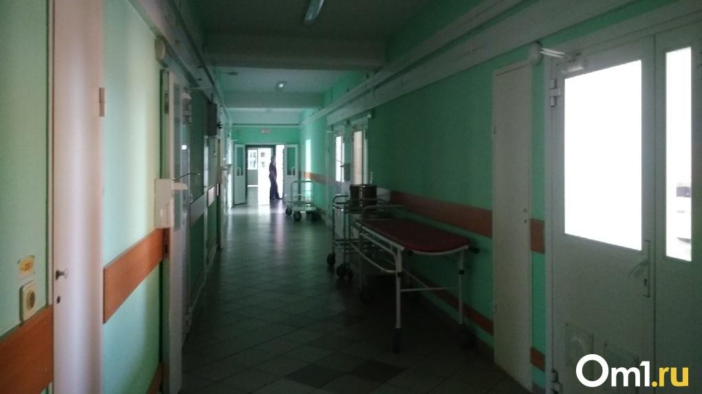 Обварившийся во время ремонта на теплотрассе рабочий умер в больнице Новосибирска