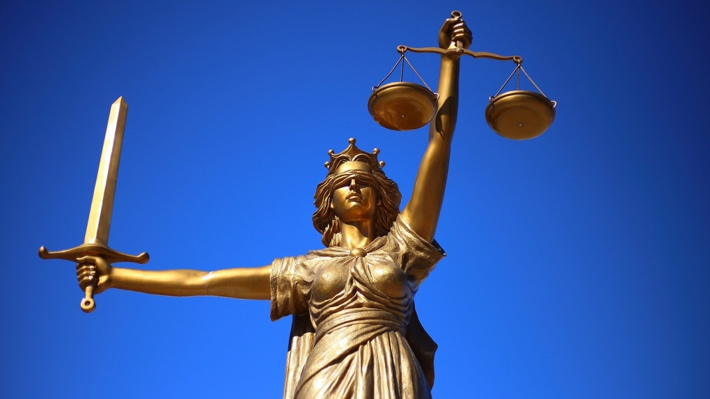 Новосибирец отматерил полицейского и угрожал ему расправой в зале суда
