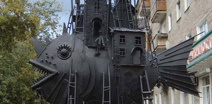 Скульптуру «Коммунальный карась» увезли из Омска в Краснодар