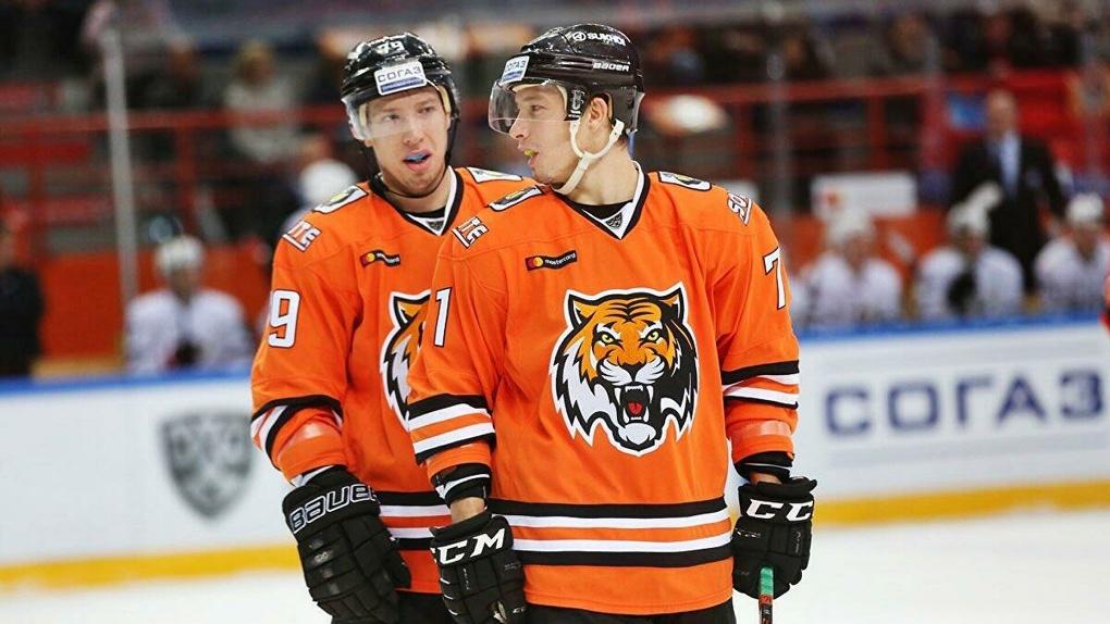 ХК «Сибирь» подписал контракты с двумя хоккеистами-близнецами