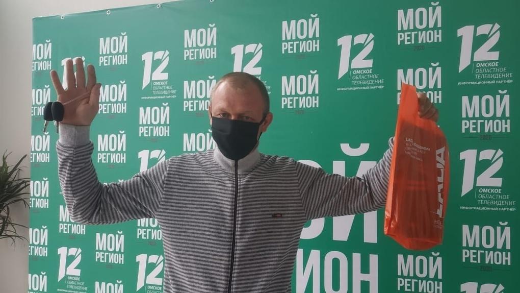 Омич пришёл на голосование по поправкам в Конституцию, и ему подарили автомобиль