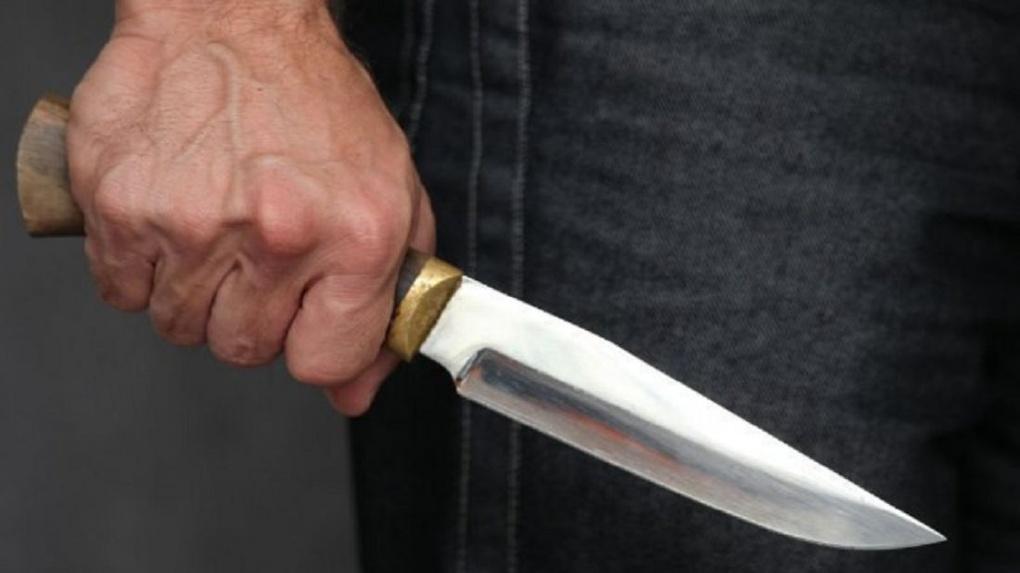 В Омске пенсионер ударил ножом своего собутыльника