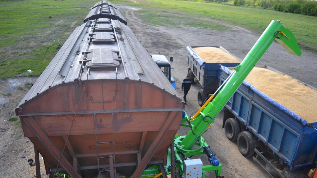 Александр Бурков добился увеличения лимита перевозок зерна для омских аграриев