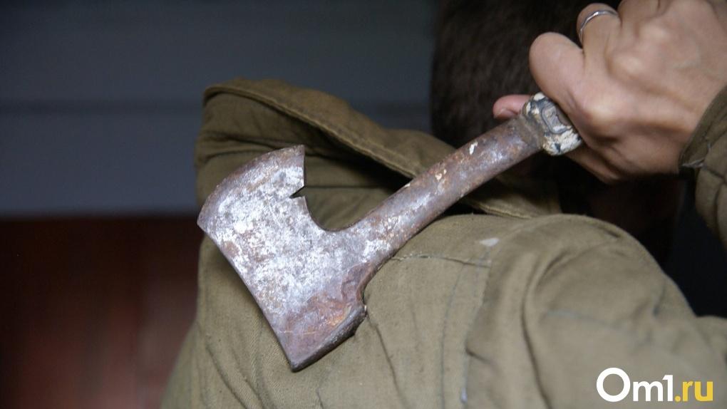 Омич едва не убил собутыльника топором, а потом зарезал свидетеля