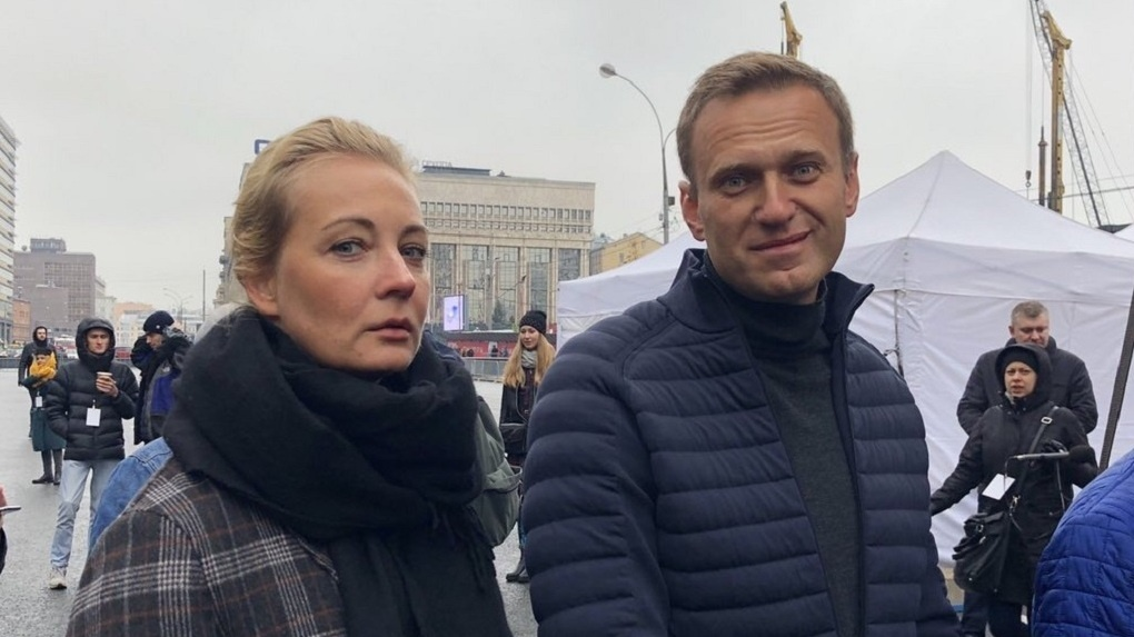 Отравление «Новичком» или болезнь? Что произошло с Навальным после Омска – несколько новых «Почему»