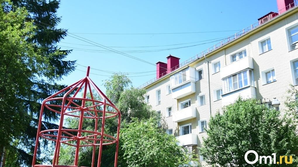 Многодетная омичка оказалась на улице из-за накопившихся долгов за квартиру