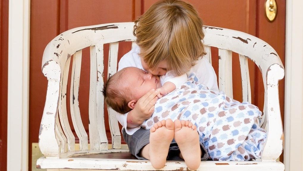 Омичи могут оформить пособия на детей от 3 до 7 лет через онлайн-сервис