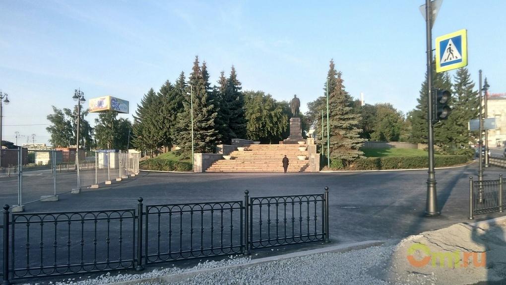 Памятник Ленину в центре Омска остался без владельцев и просел