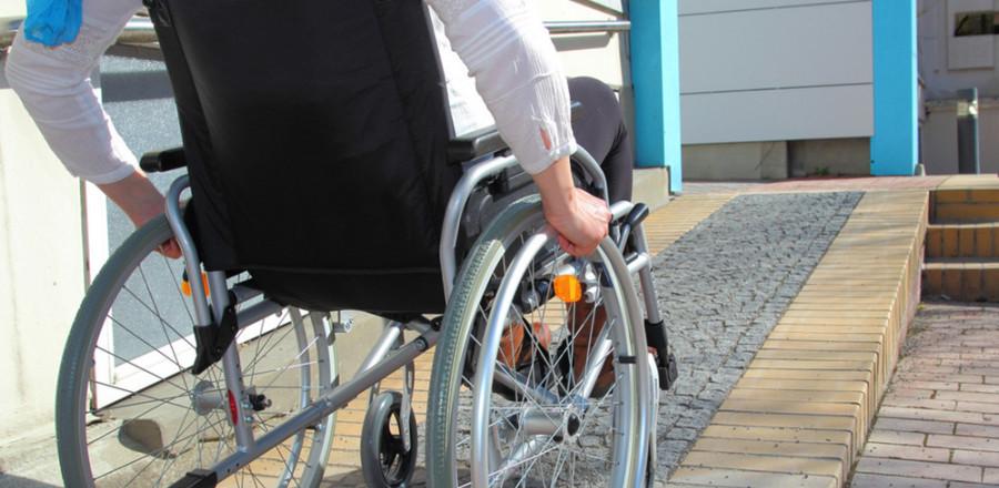 В Омской области отремонтируют 6 учебных заведений под нужды инвалидов