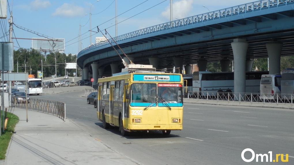 В Новосибирске будут штрафовать автомобилистов, которые заезжают на полосу общественного транспорта