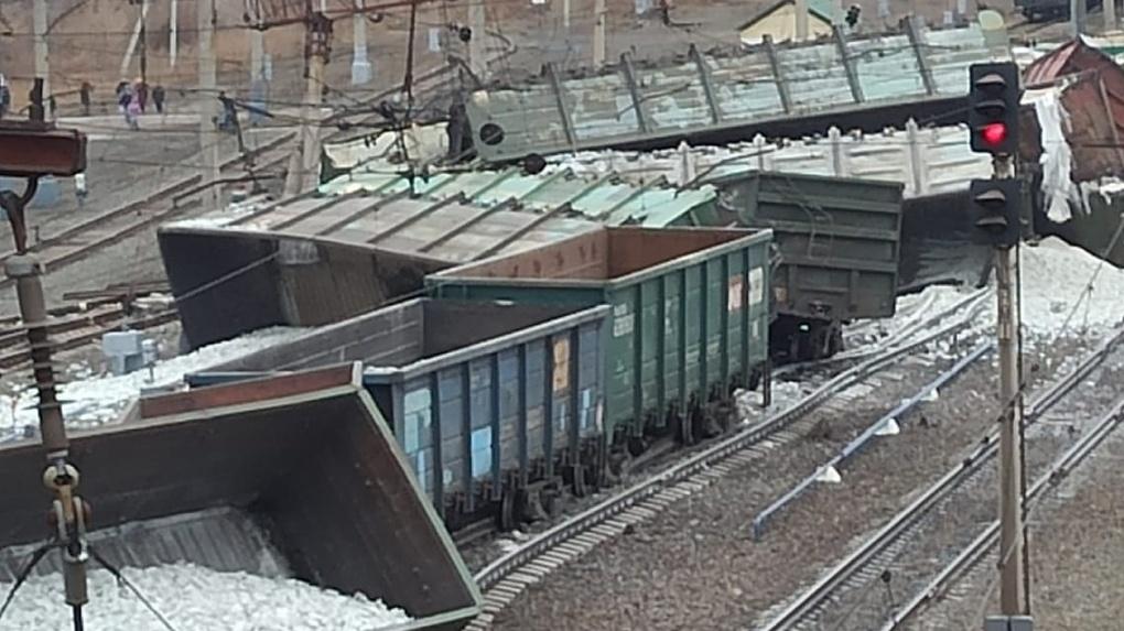 Эксперты назвали причину схода вагонов с рельсов между Новосибирском и Омском