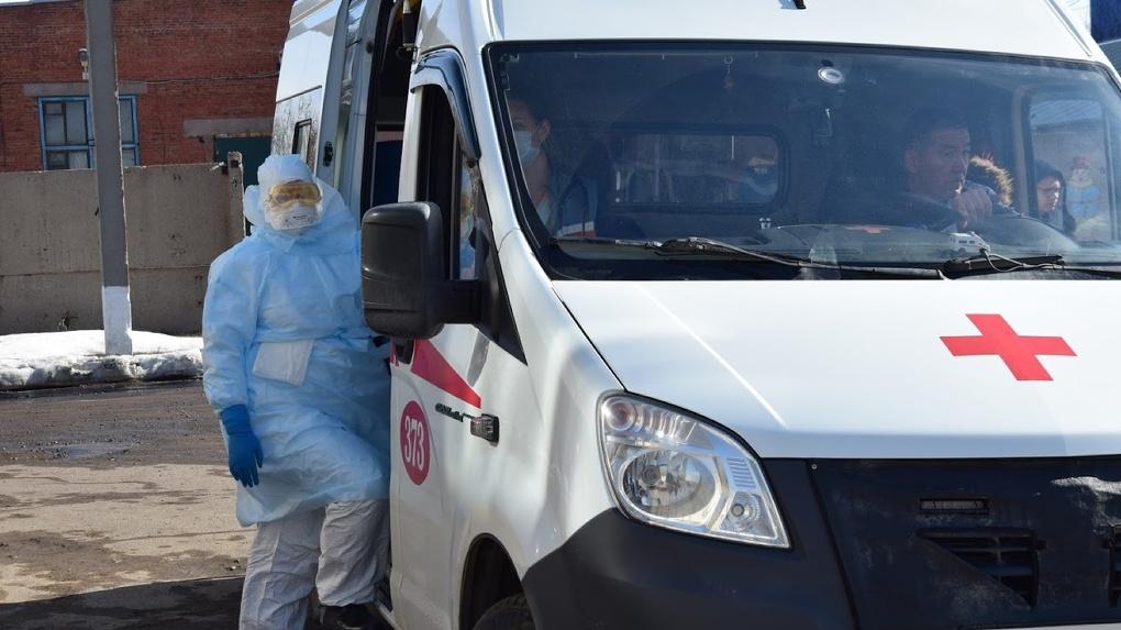 Трое омичей, зараженных коронавирусом, находятся в тяжелом состоянии
