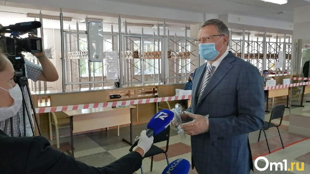 Губернатор и министр здравоохранения посетили поликлинику в Омске