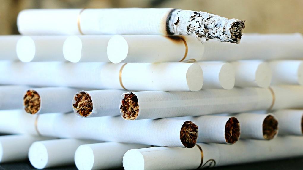 Почти 500 тысяч опасных сигарет на два миллиона рублей изъяли у родственников в Новосибирске