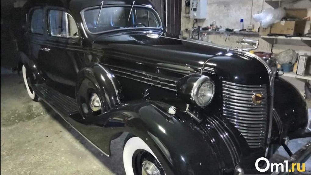Два старинных лимузина продает новосибирец за 135 миллионов рублей