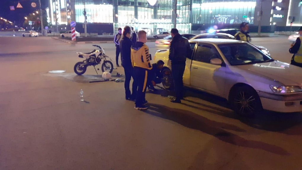 «Переломы ног и таза»: серьёзные травмы получил 16-летний байкер в ДТП в Новосибирске
