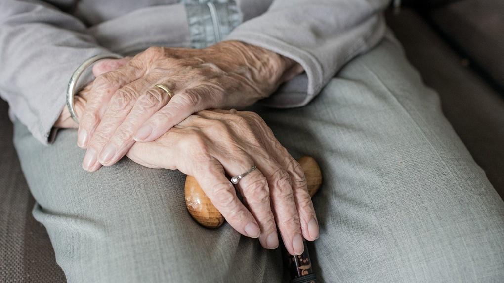 Подделала подписи: в Новосибирске экс-почтальон украла у пенсионеров 200 тысяч рублей
