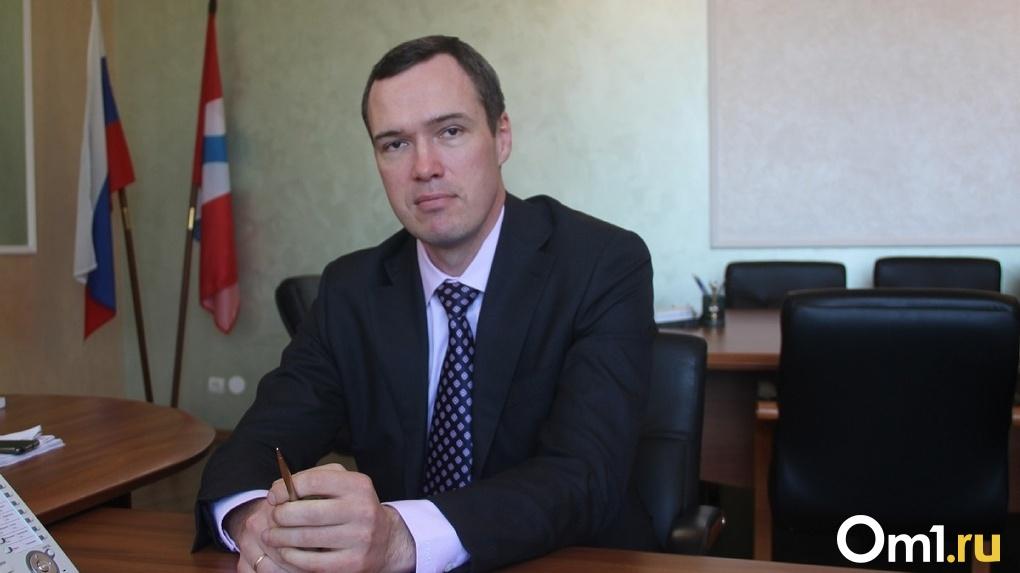 Илья Лобов в нескончаемых ядовитых выбросах обвинил... погоду. Главное из речи омского министра