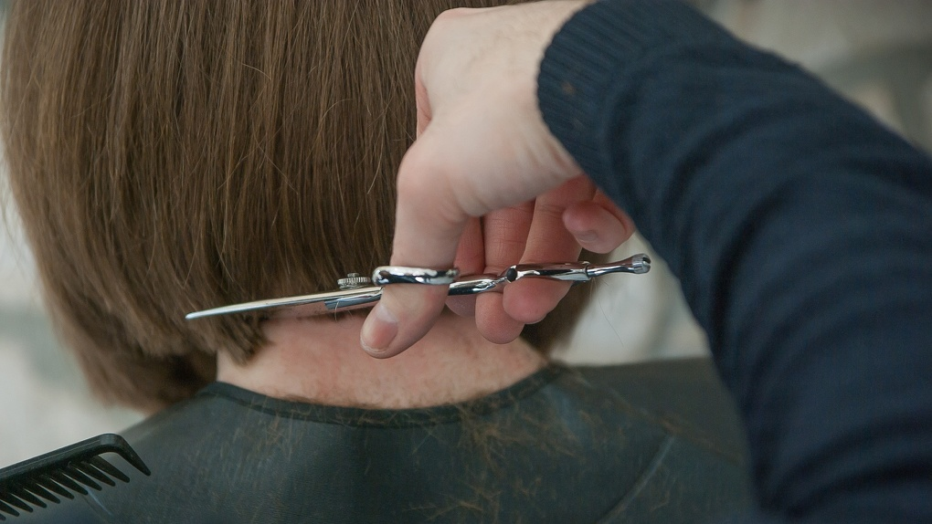 В Омске за нарушение режима самоизоляции закрыли две парикмахерские