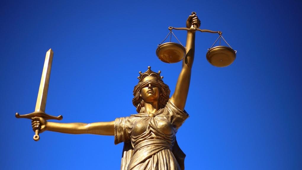 Экс-главу новосибирского СКР отпустили из зала суда вопреки требованиям следователей