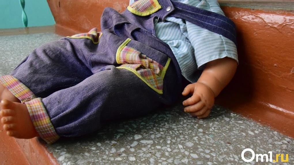 Морила голодом, избивала и прятала от врачей. Омичка рассказала в телеэфире, как издевалась над ребенком