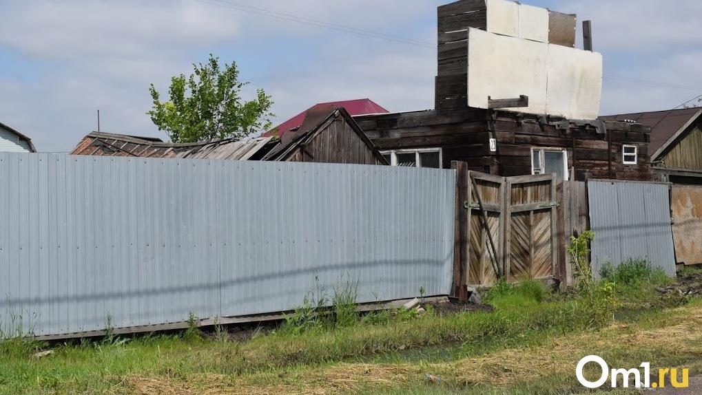 Лекарства через капот и перекопанная дорога: как живет закрытая на карантин омская деревня