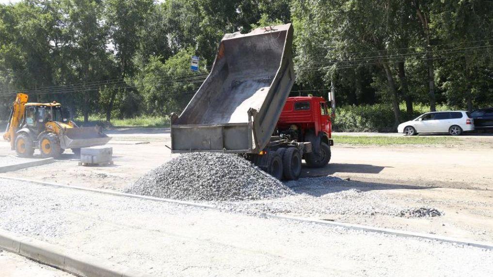 В Новосибирске строят новую дорогу по улице Оловозаводской